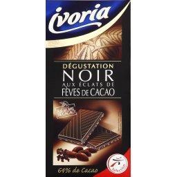 Dégustation, chocolat noir aux éclats de fèves de ca...