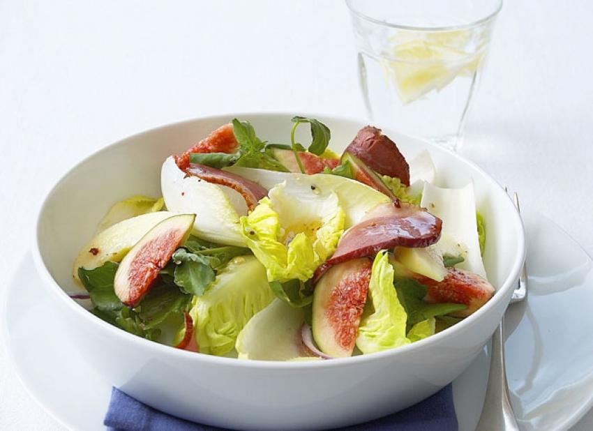 Salade de chicons et cresson au magret de canard fumé et figues