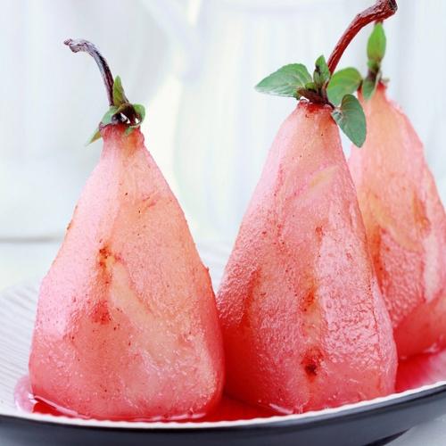Poires pochées au Rosé et crème de cassis