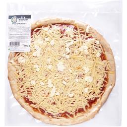 Pizza 4 fromages cuite au four et garnie à la main
