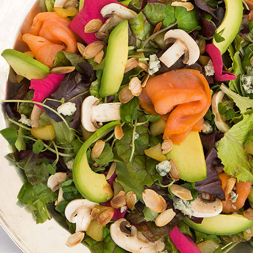 Salade croquante saumon fumé - avocat