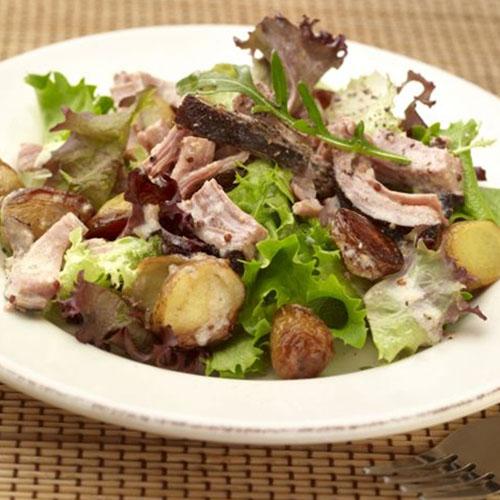 Salade de pommes de terre sautées et andouille