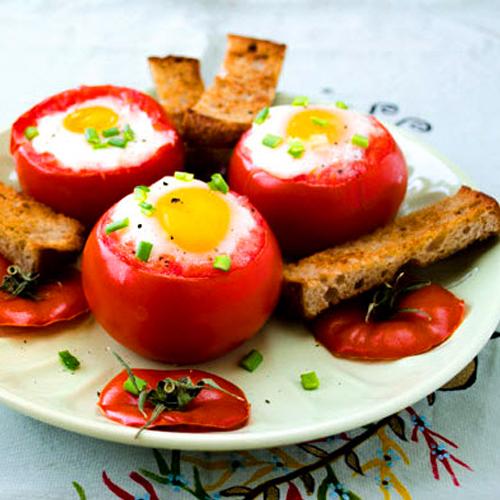 Oeufs cocottes et tomates