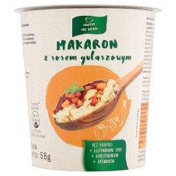 Makaron z sosem gulaszowym