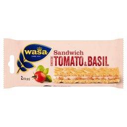 Kanapka z serkiem pomidorami i bazylią