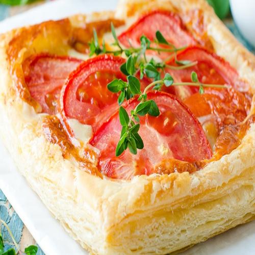 Serowo-pomidorowe ciasteczka francuskie