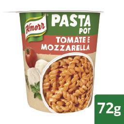 Massa com tomate e mozzarella