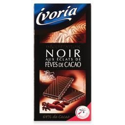 Tablete de chocolate preto com pedaços