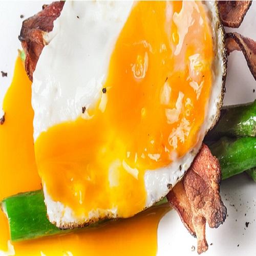 Gema de ovo com presunto e cebolinho
